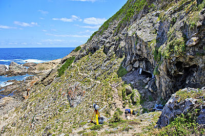Blombos_Cave_exterior_10.12.11