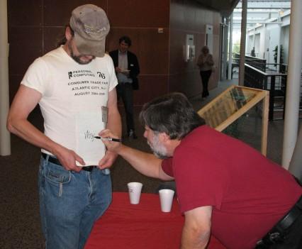 Bruce_Woz-shirt-signing